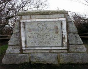 marilyn-bell-monument