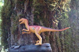 plastic-dinosaurs-ss